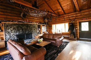 Trapper Peak Guest Lodge