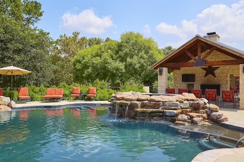 See All Hotels Near Luckenbach Fredericksburg Inn Suites