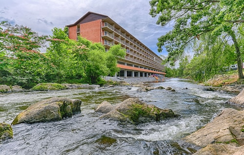 10 Best Hotels Closest to Dollywood\'s Splash Country in Gatlinburg ...