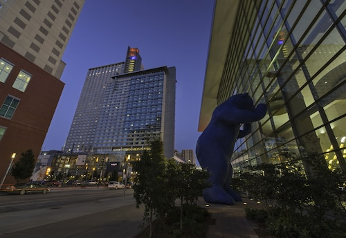 10 Best Hotels Closest To 16th Street Mall In Downtown Denver For
