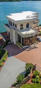 D'Monaco Luxury Resort