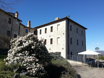 Castello Izzalini Todi Resort