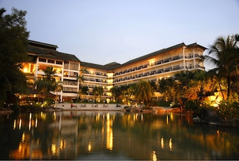 Philea Mines Beach Resort