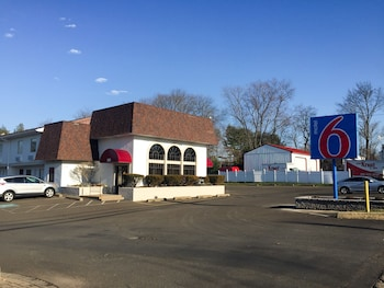 Motel 6 Warminster, PA