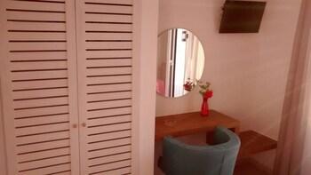 Ansi Apartments