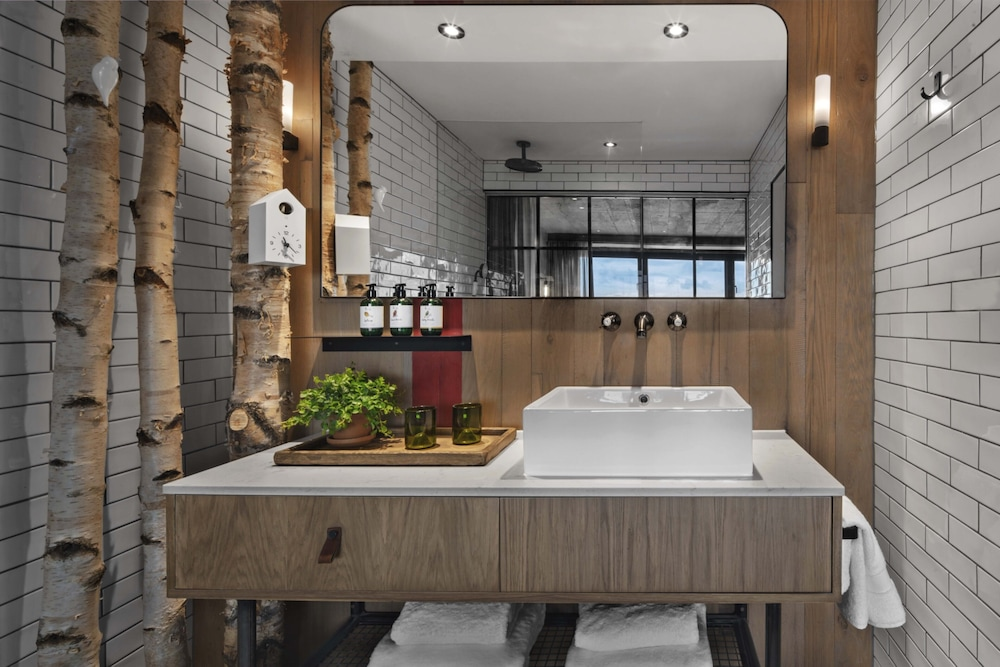 Bathroom, Treehouse Hotel London