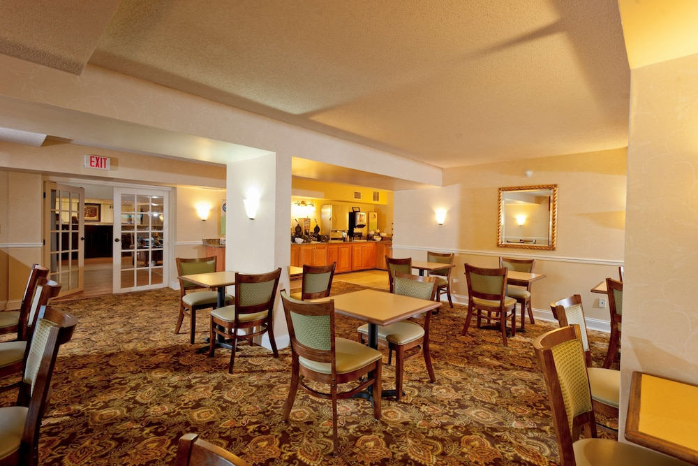 Breakfast Area, Country Inn & Suites by Radisson, Atlanta Airport South, GA