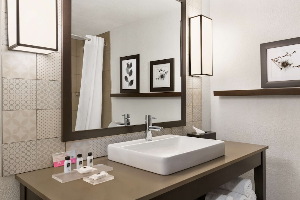 Bathroom, Country Inn & Suites by Radisson, Atlanta Airport South, GA