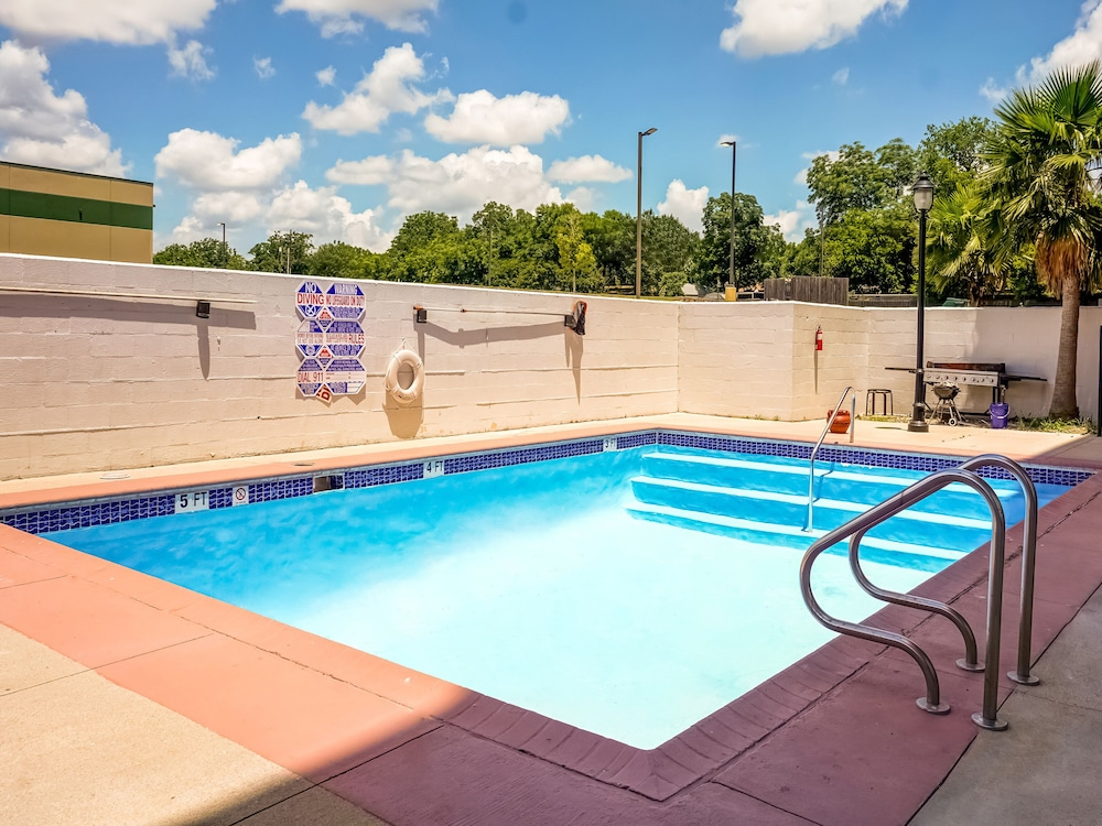Outdoor Pool, OYO Hotel Killeen East Central