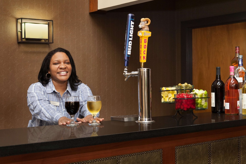Bar, Embassy Suites Oklahoma City Will Rogers Airport