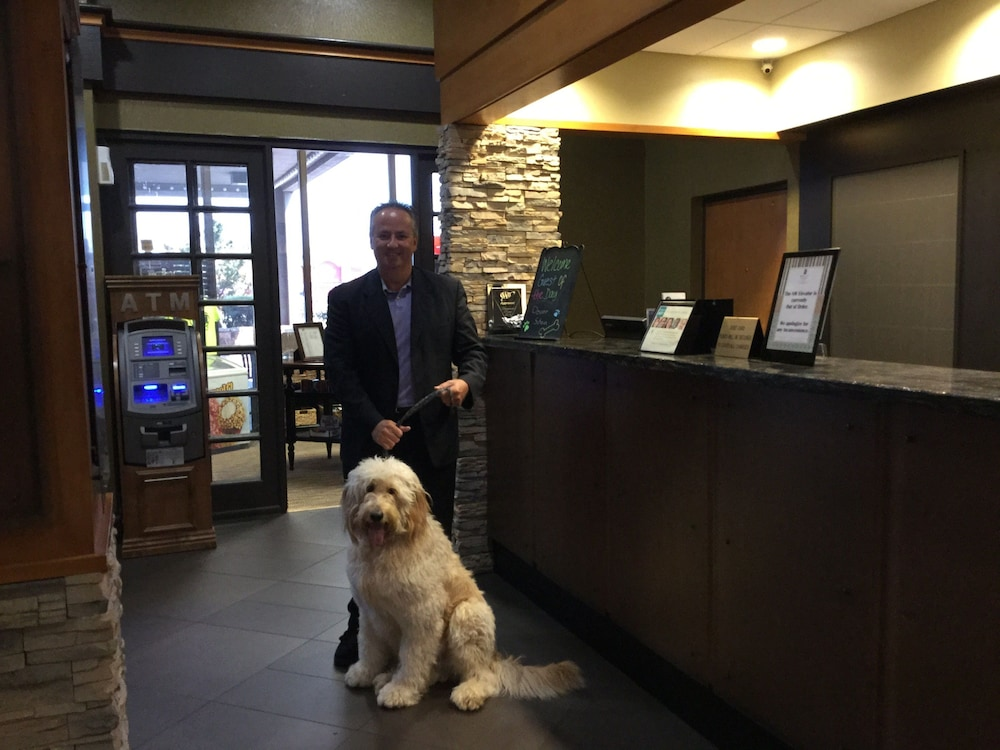 Pet-Friendly, Embassy Suites Oklahoma City Will Rogers Airport