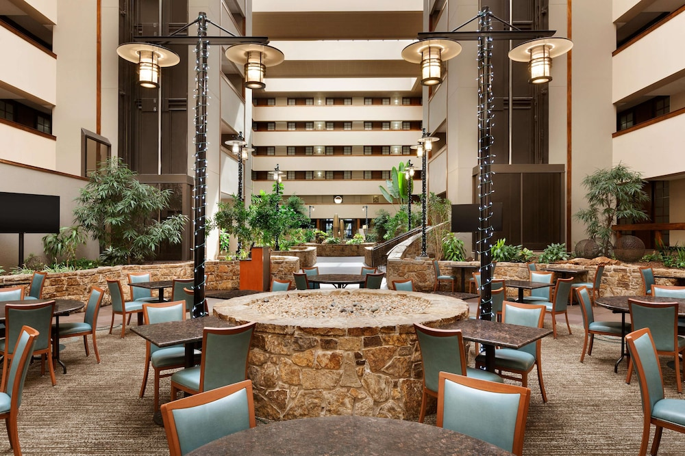 Lobby, Embassy Suites Oklahoma City Will Rogers Airport
