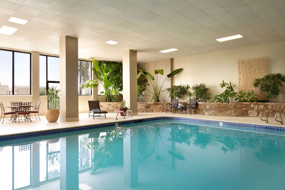 Pool, Embassy Suites Oklahoma City Will Rogers Airport