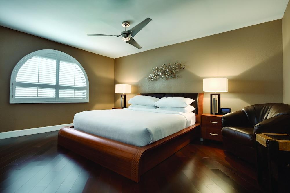Book Embassy Suites By Hilton Scottsdale Resort Scottsdale Hotel Deals