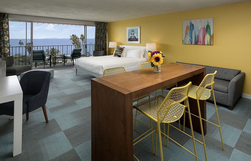 In-Room Dining, La Jolla Cove Suites