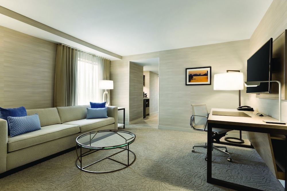 Living Room, DoubleTree Suites by Hilton Hotel Boston - Cambridge