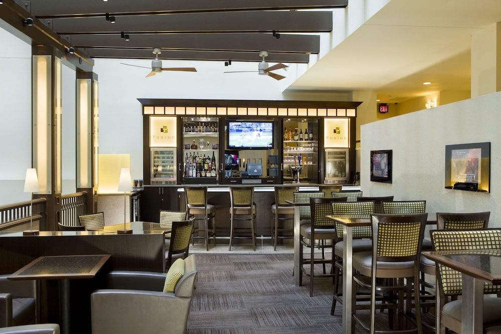 Lounge, DoubleTree Suites by Hilton Hotel Boston - Cambridge