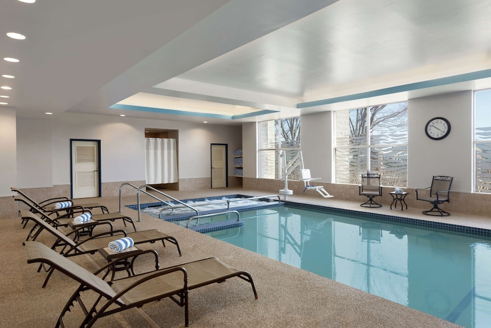 Pool, DoubleTree Suites by Hilton Hotel Boston - Cambridge