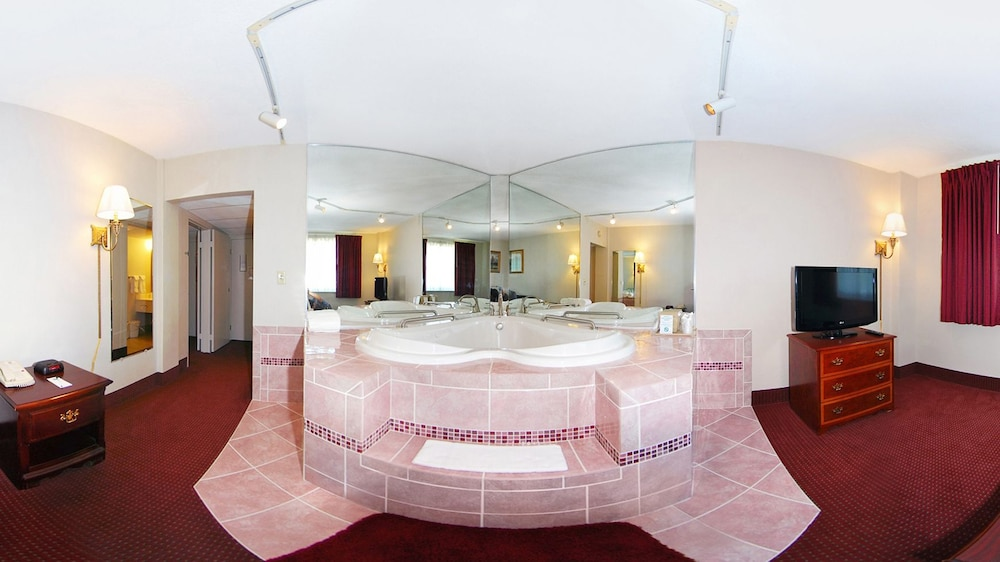 Jetted Tub, Quality Inn & Conference Center