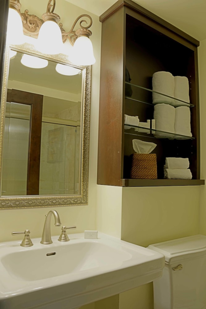 Bathroom, Courtyard by Marriott Hutchinson Island