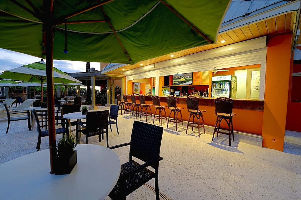 Poolside Bar, Courtyard by Marriott Hutchinson Island