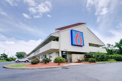 Great Place to stay Motel 6 Kansas City, MO near Kansas City