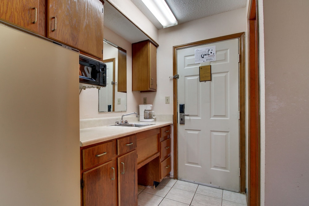 Private Kitchenette, Key West Inn - Pensacola