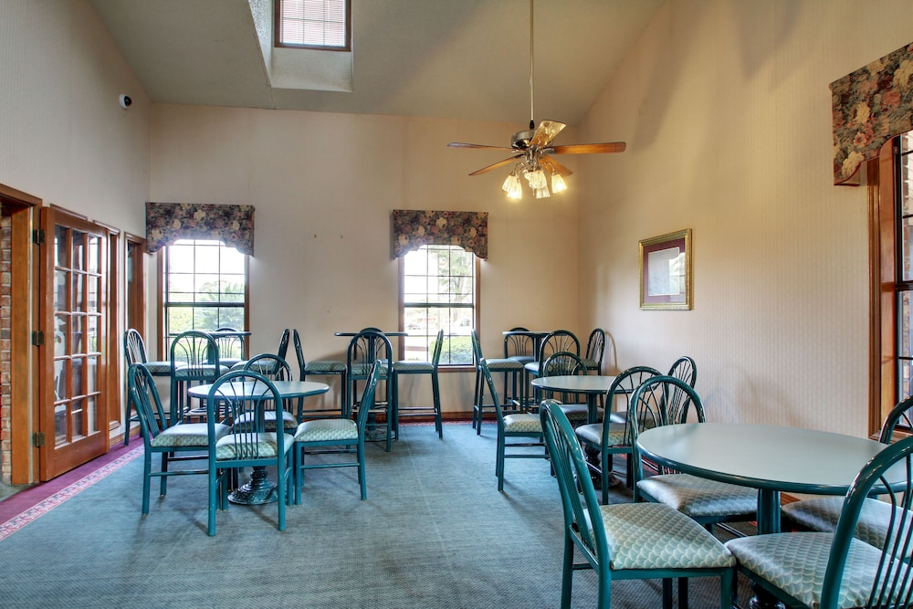 Breakfast Area, Key West Inn - Pensacola