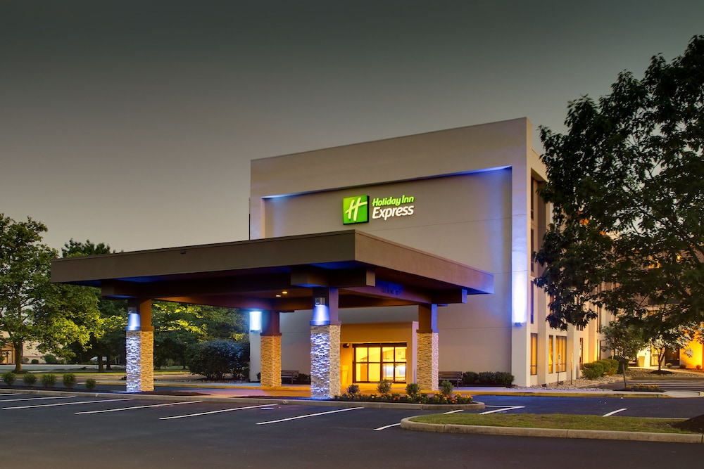 Front of Property - Evening/Night, Holiday Inn Express Voorhees - Mt. Laurel