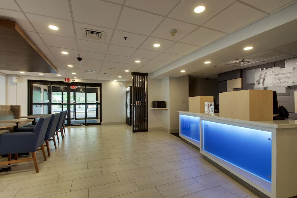 Lobby, Holiday Inn Express Voorhees - Mt. Laurel
