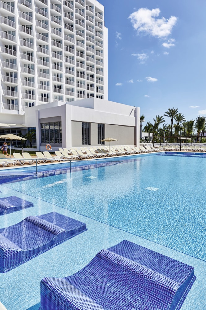 Outdoor Pool, Riu Palace Paradise Island All Inclusive - Adults Only