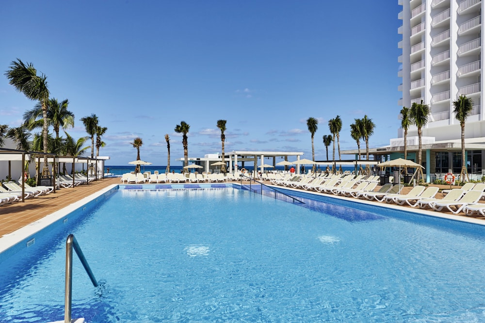 Pool, Riu Palace Paradise Island All Inclusive - Adults Only
