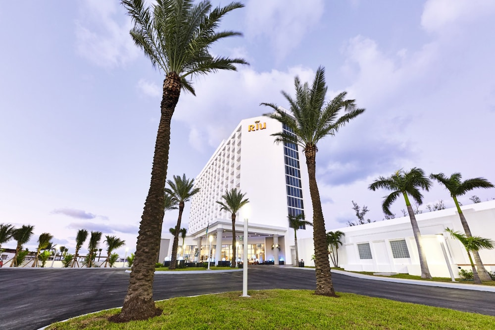 Front of Property, Riu Palace Paradise Island All Inclusive - Adults Only