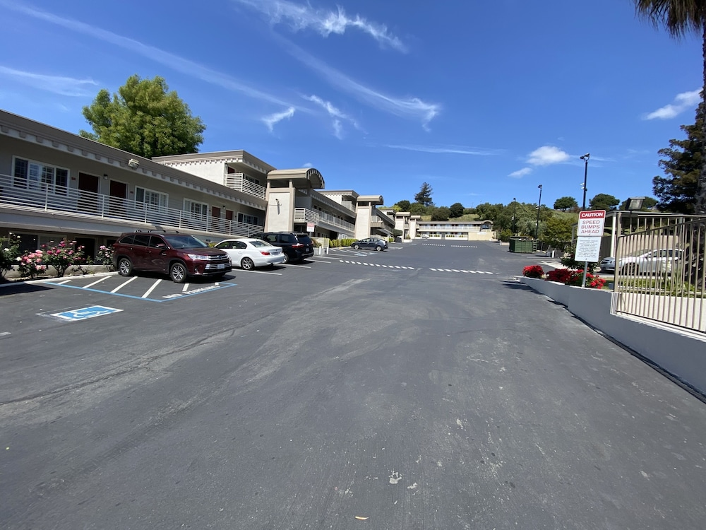 Parking, Budget Inn of Hayward
