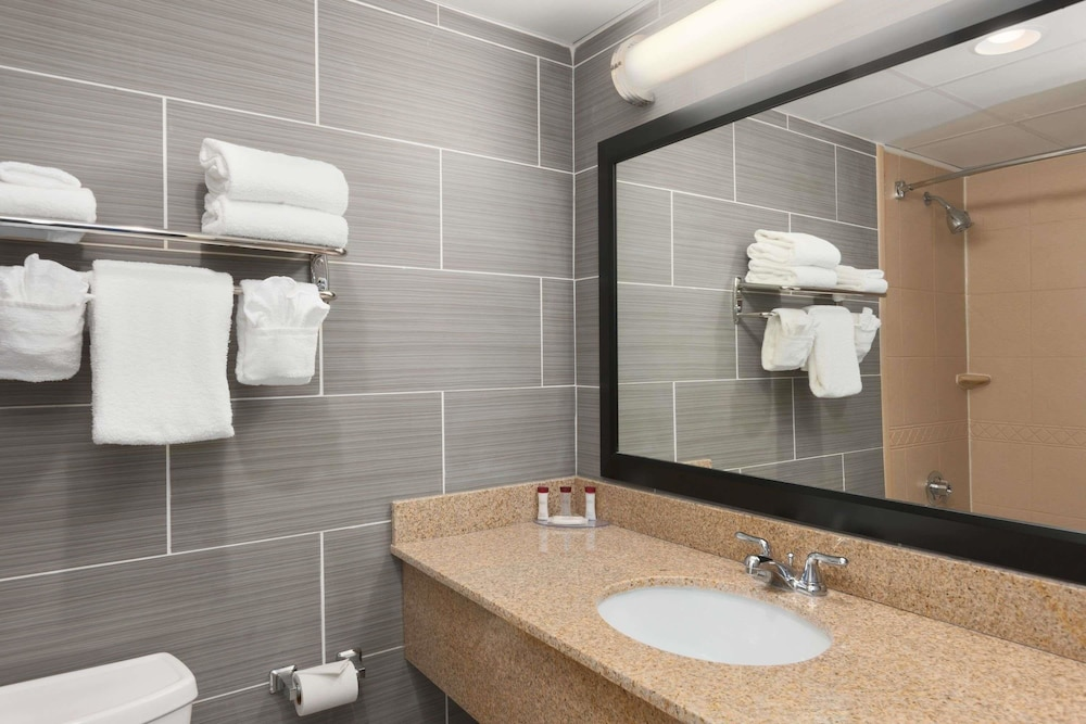 Bathroom, Ramada by Wyndham Rochelle Park Near Paramus