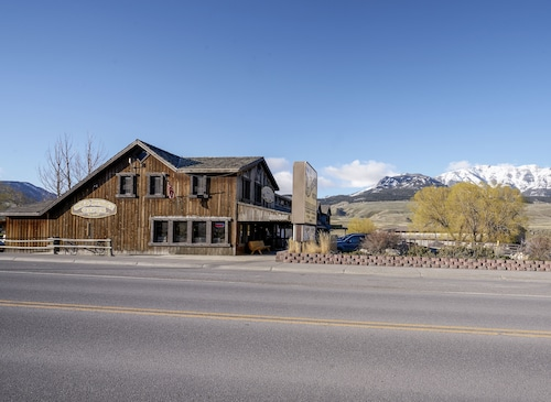 The Ridgeline Hotel at Yellowstone, Ascend Hotel Collection