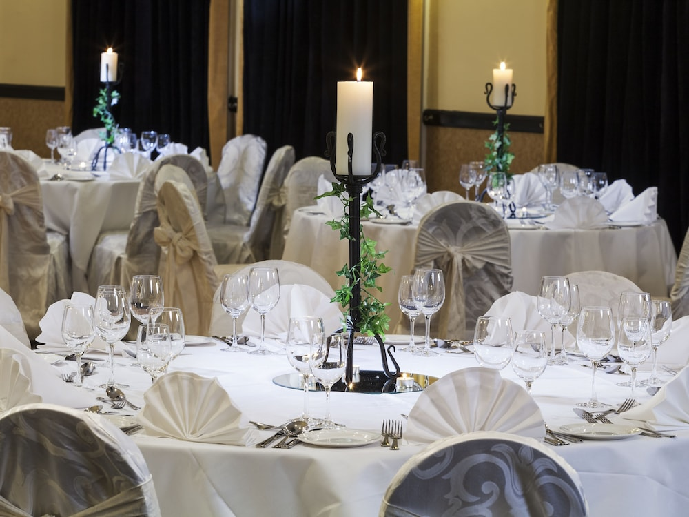 Indoor Wedding, Park Inn by Radisson Shannon Airport
