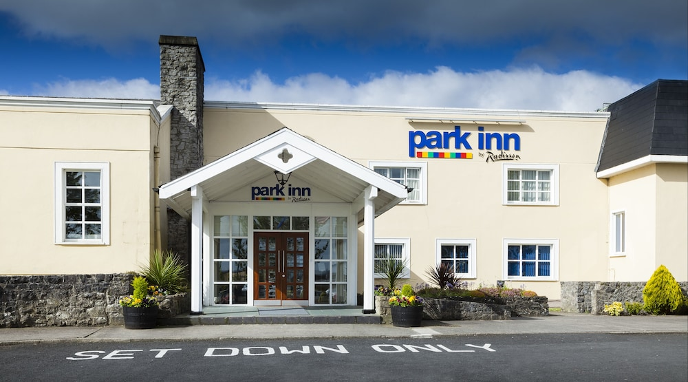Property Entrance, Park Inn by Radisson Shannon Airport