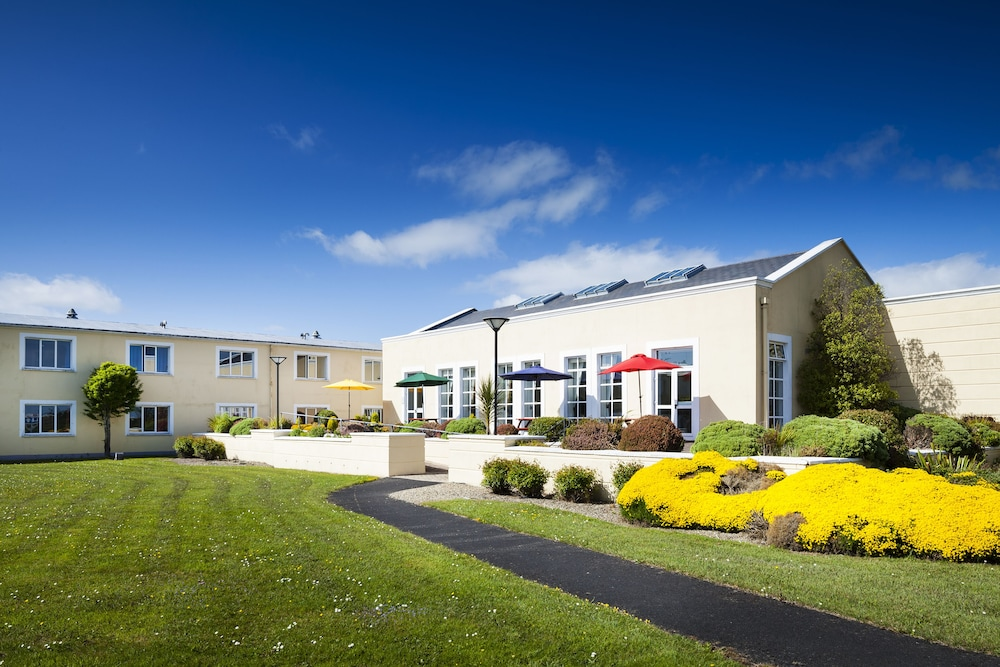 Property Grounds, Park Inn by Radisson Shannon Airport
