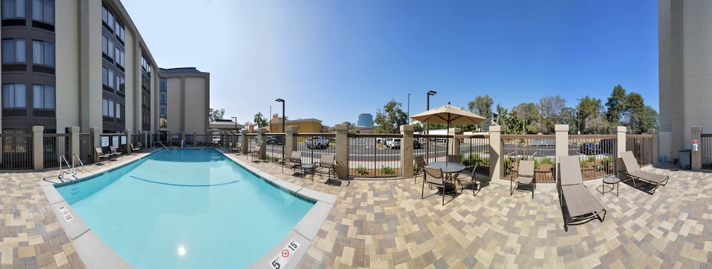 Outdoor Pool, Hampton Inn Los AngelesWest Covina