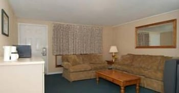 Living Room, Quality Inn At Quechee Gorge