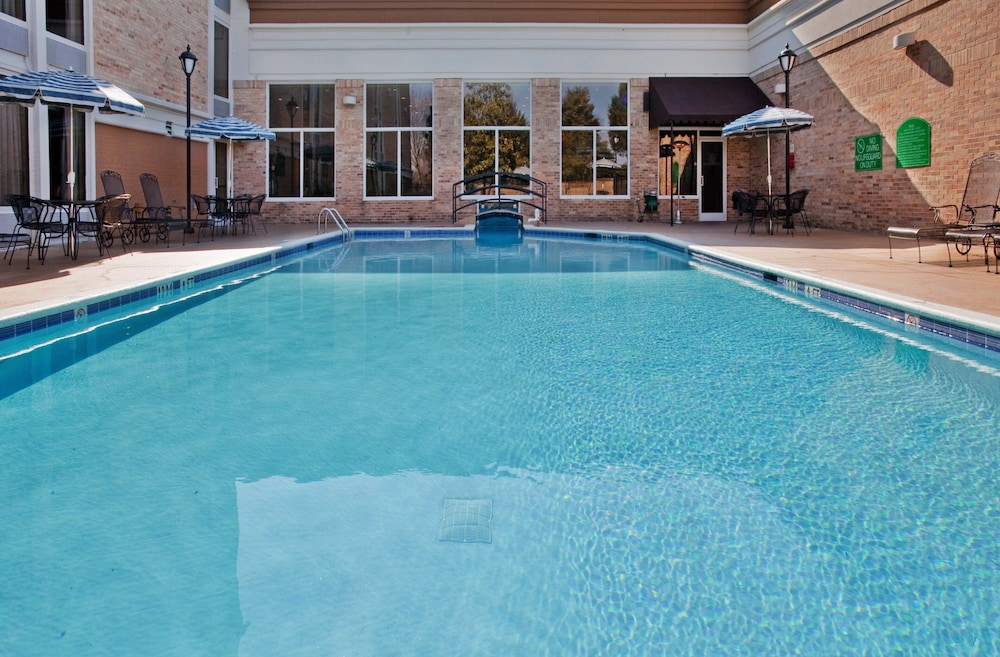 Outdoor Pool, Holiday Inn Research Park, an IHG Hotel