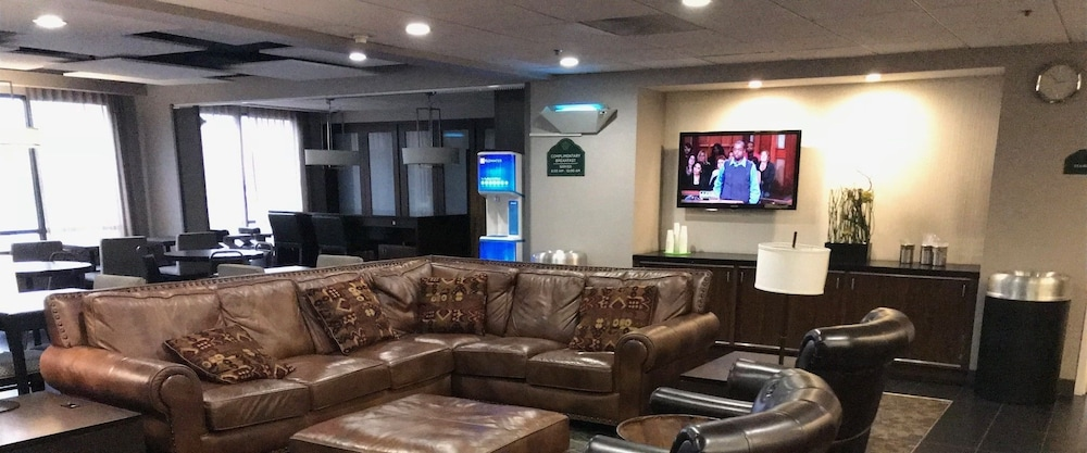 Lobby Sitting Area, Wingate by Wyndham Los Angeles International Airport LAX