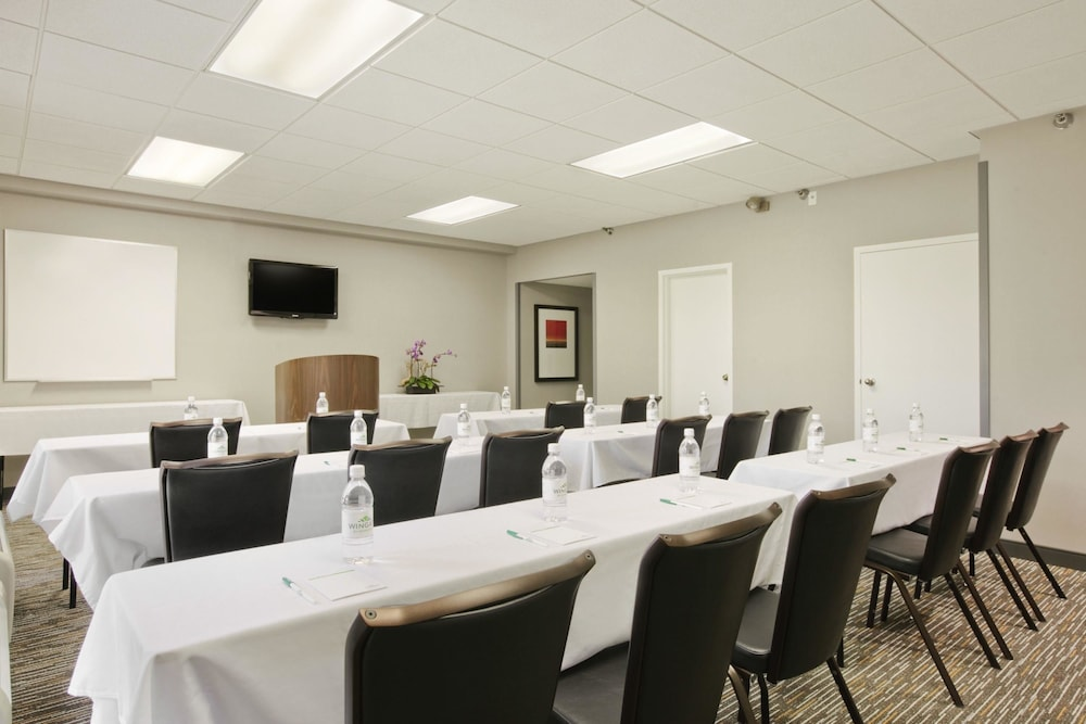 Meeting Facility, Wingate by Wyndham Los Angeles International Airport LAX