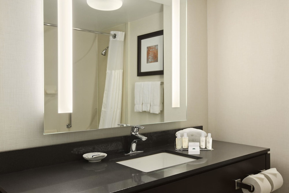 Bathroom, Wingate by Wyndham Los Angeles International Airport LAX