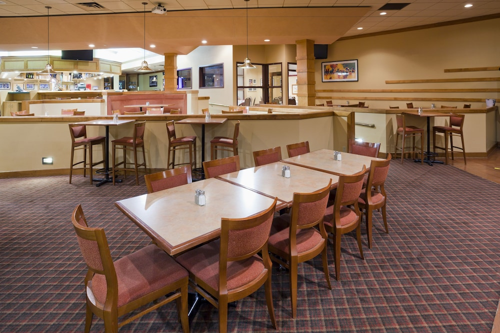 Restaurant, Holiday Inn Hotel & Suites - St. Cloud, an IHG Hotel