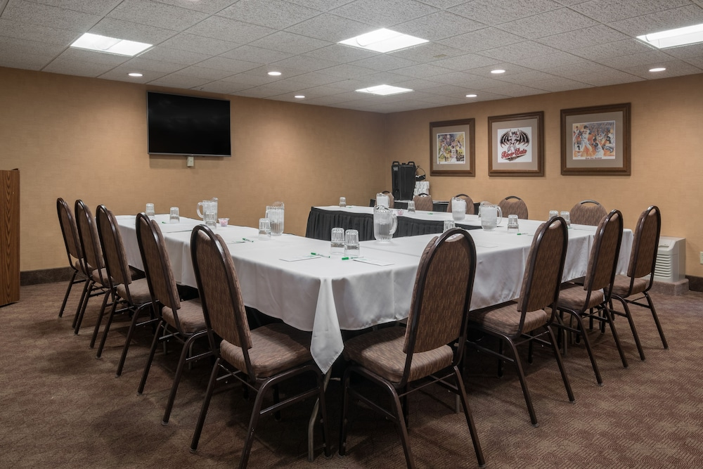 Meeting Facility, Holiday Inn Hotel & Suites - St. Cloud, an IHG Hotel