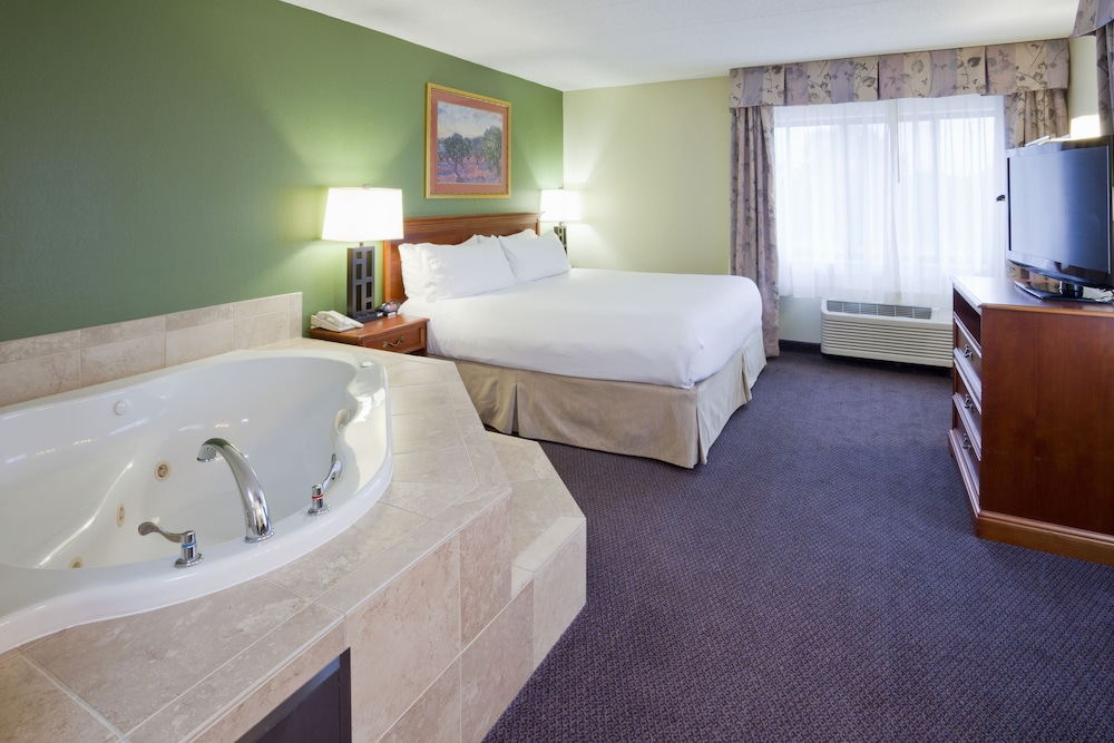 Room, Holiday Inn Hotel & Suites - St. Cloud, an IHG Hotel