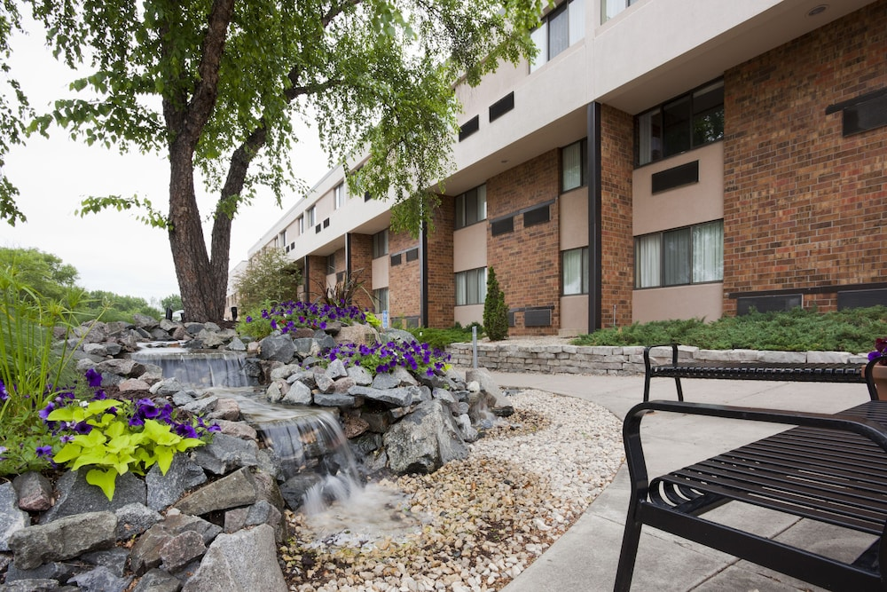 Exterior, Holiday Inn Hotel & Suites - St. Cloud, an IHG Hotel