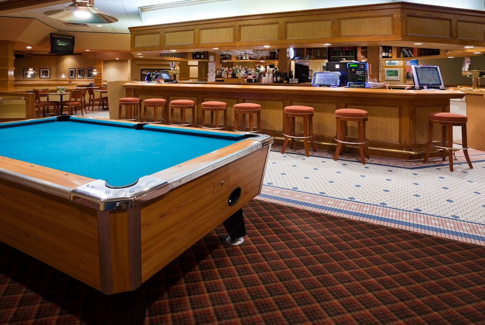Bar, Holiday Inn Hotel & Suites - St. Cloud, an IHG Hotel